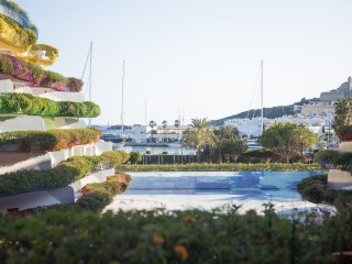 Beautiful Modern 2 BDR LAS BOAS with stunning views to the Marina and Dalt Villa