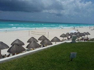 Luxury state of the Art Condo sleeps 4 (1414), Cancún