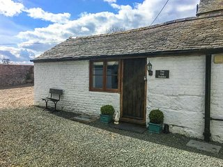 THE OLD STABLES, underfloor heating, off road parking, courtyard patio, in Knock
