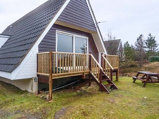 SUIL NA MARA, pet-friendly, fantastic loch views, ground floor accommodation