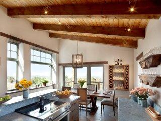 POETS VIEW LUXURY HOME w/ VIEWS, HOT TUB, GYM ~ Durango, Telluride, Mesa Verde