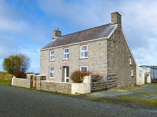 BANK HOUSE FARM, family friendly, character holiday cottage, with a garden in St Davids, Ref 5766