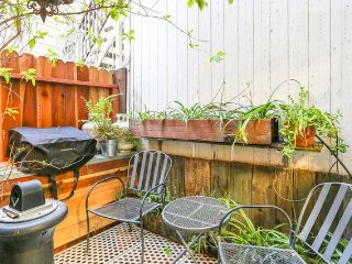 Central Private Room/Bath in the heart of San Francisco LOWER HAIGHT AREA