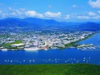 Cairns desde el aire - considere un vuelo panorámico en helicóptero sobre Cairns y la 'Coral'