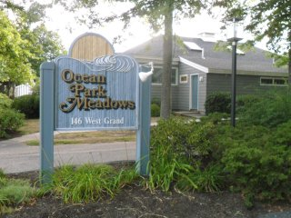 2 bedroom, 1.5 bath townhouse in Ocean Park Meadows, short walk to 7 mile beach