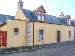 FAILTE, quality coastal cottage, woodburner, en-suite, patio, Portknockie Ref