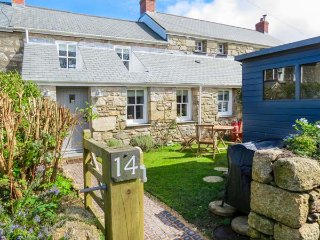 14 BOSCASWELL DOWNS, mid-terrace, woodburner, WiFi, pet-friendly, enclosed