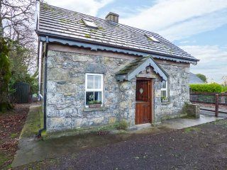 STONE COTTAGE, detached stone cottage, multi-fuel stove, ample parking, Tipperary, Ref 942648