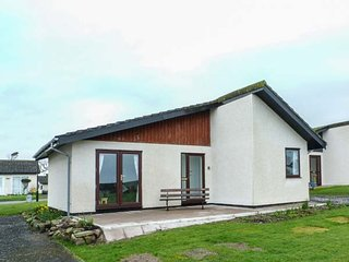 42 LAIGH ISLE, detached, single-storey chalet, WiFi, off road parking, sea views, in Isle of Whithorn, Ref 943981