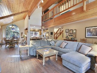 Tahoe Donner - Wonderful Home with Hot Tub and Pool Table