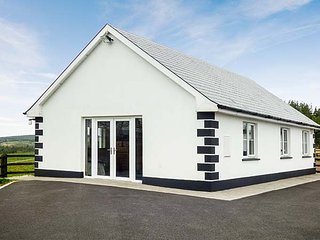 RADHARC NA SLEIBTHE, mountain views, ground floor, open fields, near Boyle, Ref