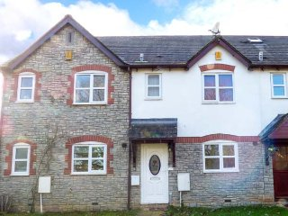 17 THE ORCHARD, two double bedrooms, garden, conservatory, nr Wotten-under-Edge, Ref 952160