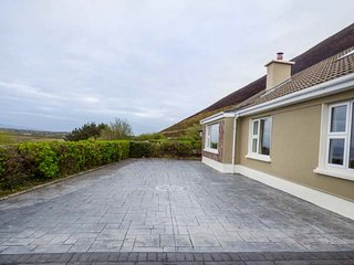 BARR VIEW, mostly ground floor, 4 BR, woodburner, fabulous views, in Glenbeigh