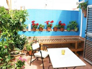 La Terraza Azul. El Atico de la Pintora Sevillana. Un rincon de luz y verde