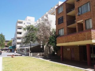 Beachside Living Apartment - in the heart of Manly!! 500pw, Varonil