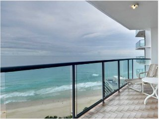 Endless ocean views, spacious, resort facilities, Surfers Paradise