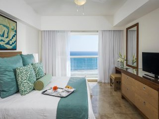 COMFORTABLE LIVING at MAYAN PALACE Studio at Acapulco Margan