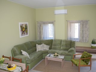 Spacious 2bedroom appartment with terrace and sea view 4****, Cres