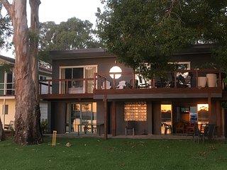 Starfish Cottage Waterfront accommodation Lake Macquarie great australian holida