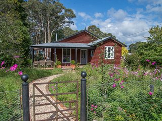 Bowerbird Cottage boutique pet friendly accomodation in Bundanoon