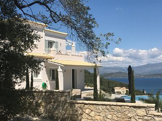 Luxury 4 bedroom villa overlooking the famous Rothschild estate, Agios Stefanos