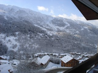 Beautiful small apartment, in a quiet property, at the foot of a ski slope, Meribel