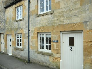 Beautiful Coutique Central Cottage with a Lovely Garden and Views, Chipping Campden