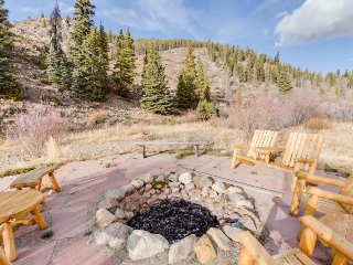 Gorgeous riverfront house w/ private hot tub & mountain views - close to ski!