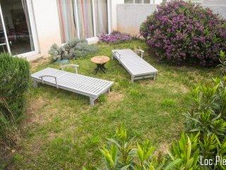 F2 Rez de jardin et terrasse de 22 m2 600 m de la plage