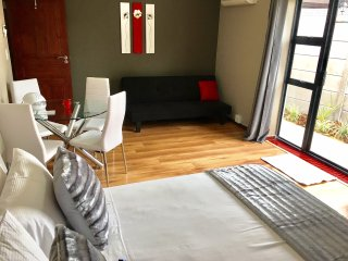 Azura Sleep - Self Catering Apartment Brackenfell