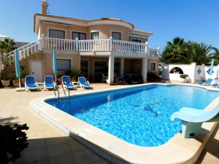 Beautiful Detached Air Conditioned Villa with pool