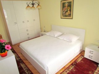 Double room ANA park side, balc, 100m beach,center, Makarska
