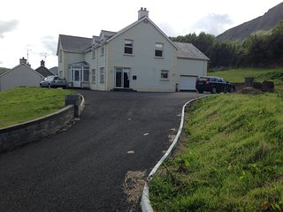 Spacious family getaway in Waterfoot