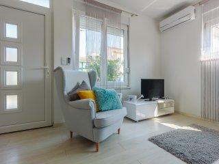Klara, cozy new apt near old town of Trogir,Croatia