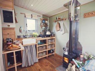 43846 Log Cabin in Hay on Wye