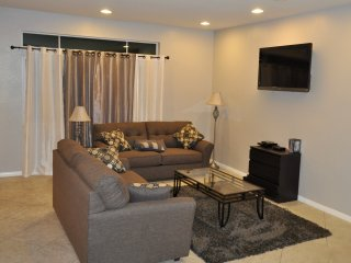 Beautiful Home Near The Strip. Sleeps 25+.