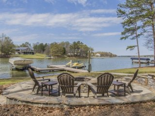 Lake Oconee Beautiful Home, Renovated, Big View, Private Dock, Prime Location