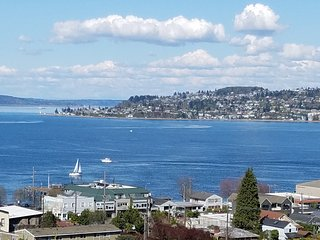 Amazing 5 Bedroom home Beautiful Views, Tacoma