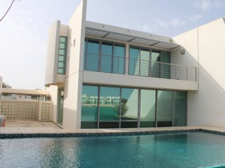 Deluxe Furnished 3 Bedroom Villa With Private Pool & Beach Access, Manama