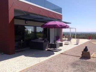 Casa com piscina no sossego do campo perto de Tavira e VRS António