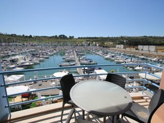 Lovely, modern 2 Bedroom apartment in Marina with Free WiFi