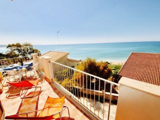 SOLE 3BR-80 meters from the beach by KlabHouse