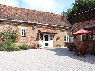 La Maison Longue - converted country style cottage with wood burner, sleeps 4
