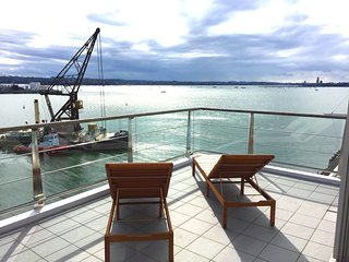 Glamorous Waterfront Sub-Penthouse, Auckland Central