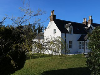 Bright holiday home set in mature gardens in Kyle of Lochalsh