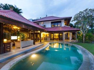 Adelle villas Seminyak Bali - 3 bedroom tropical