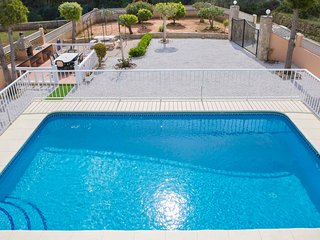4 bedroom holiday villa with wifi and private pool in Javea