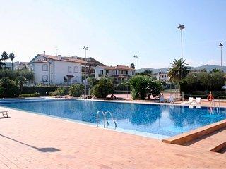 Holidayblumenriviera-Moderne Ferienwohnung mit Meerblick, Pool und Tennisplatz