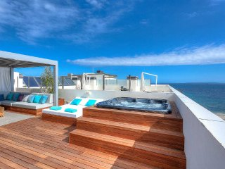 Royal Beach 2BDR Penthouse with jacuzzi and panoramic ocean views