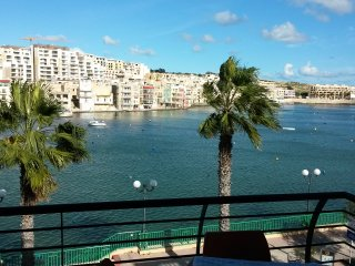 Seafront Apartment - amazing view